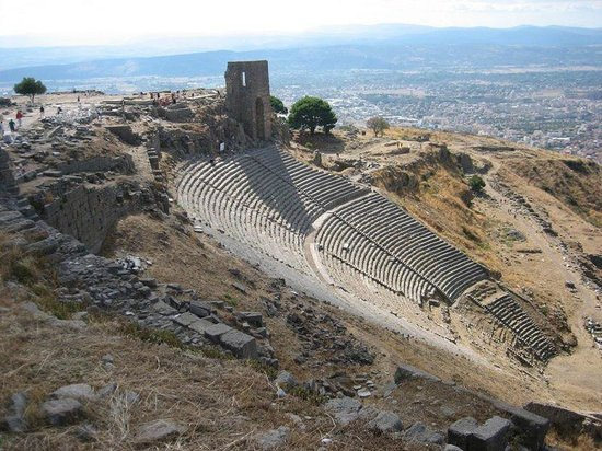 Istanbul Tours by Local Guides: Oldest upright ancient theatre in pergamon
