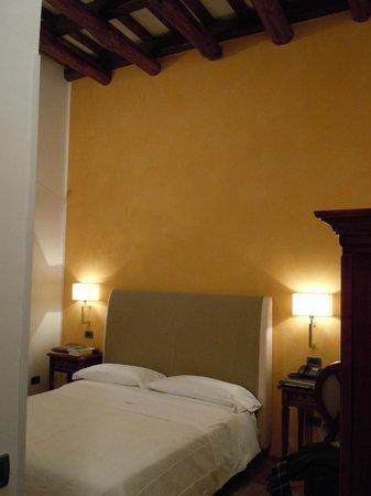 camera da letto romantica - Foto di Carmine Hotel, Marsala ...