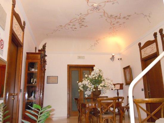 Carmine Hotel : una sala decorata