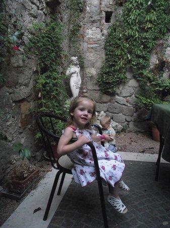 Affittacamere Ca'  Marcello: garden's restaurante