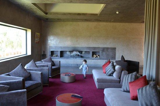 Sirayane Boutique Hotel & Spa : coin détente avec cheminée