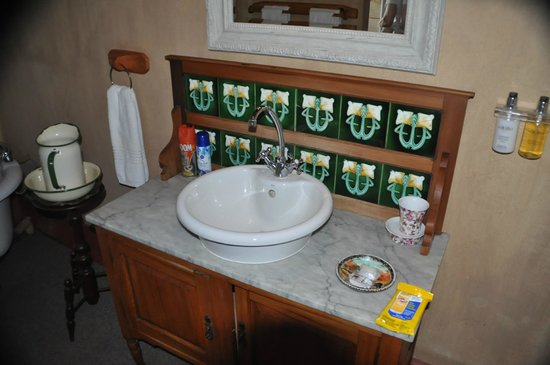 Askari Game Lodge & Spa: Bath sink