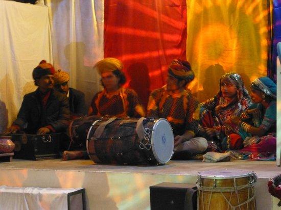 Hotel Vimal Heritage: musicians on NYE