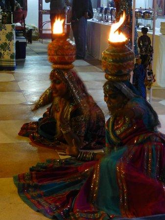Hotel Vimal Heritage: dancers on NYE
