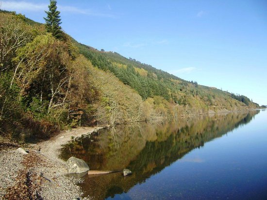 Briar Bank B&B on Loch Ness : Loch Ness 100 yards walk for this view