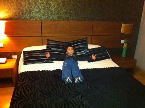 Hotel Rural Neixon: pedazo de cama