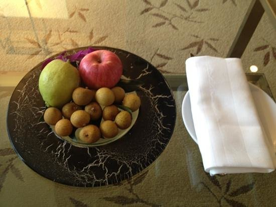 complimentary fruits
