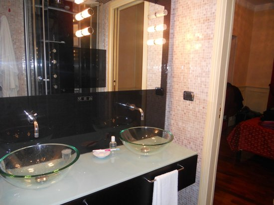 Al Viminale Hill Inn & Hotel: Bathroom vanity