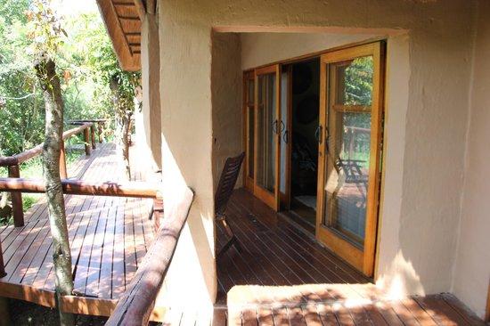 Shishangeni Private Lodge: Terrasje voor kamer