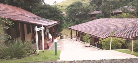 Hotel Fazenda Vilarejo: ala 300 e lago