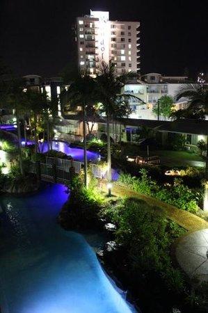Breakfree Alexandra Beach Premier Resort: вид из номера на внутренний дворик
