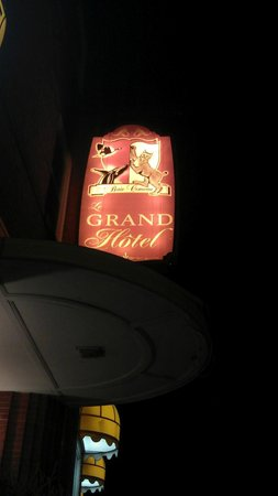 Le Grand Hotel: The sign outside