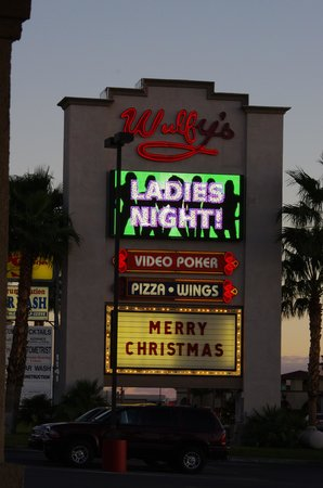 Best Western Pahrump Oasis: The Wully's sign