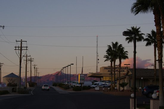 BEST WESTERN Pahrump Oasis: View from the motel block.