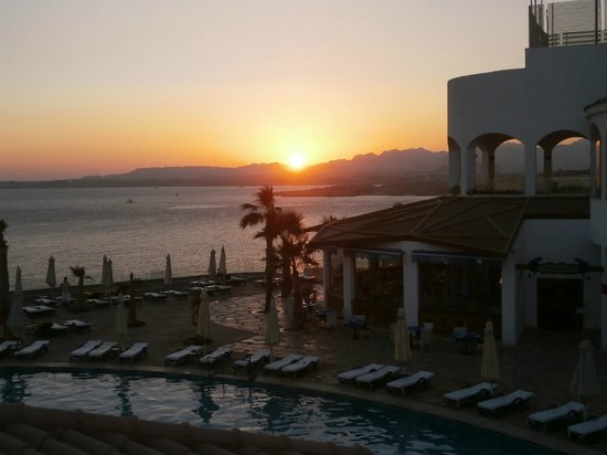 Reef Oasis Blue Bay Resort: Il tramonto
