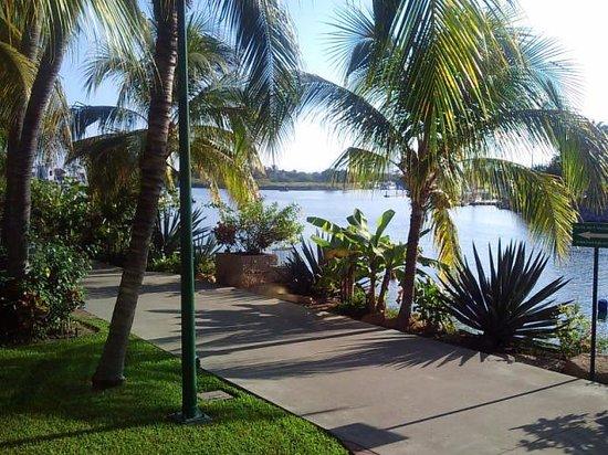 Paradise Village Beach Resort & Spa: Vista al Embarcadero