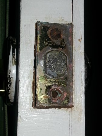 Courtyard Villa: Rusted lock on door, preventing door from closing
