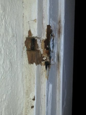 Courtyard Villa: Damaged wood on door frame