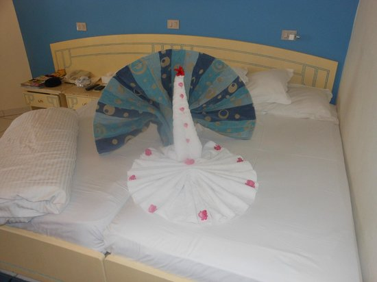 Dreams Beach Resort: towel bird