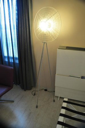Peermont Mondior at Emperors Palace: Lighting in room