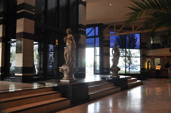 Peermont Mondior at Emperors Palace: Lobby