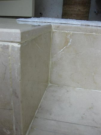 The Oberoi, Mauritius: marble bathroom seen better days