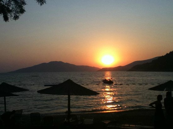 Hapimag Resort Sea Garden: Sunset on the beach