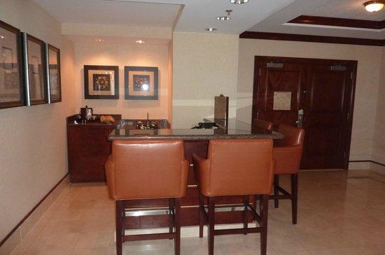 Harrah's Gulf Coast: dining area in suite