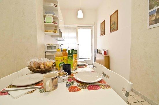 La Dolce Vita In B&B: kitchen
