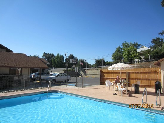 Jamestown Railtown Motel: Great pool area