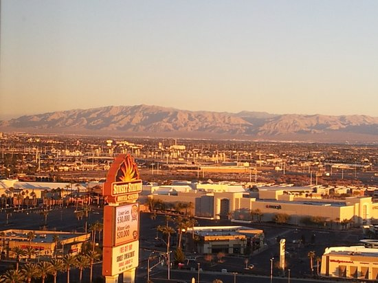 Sunset Station Hotel and Casino: veiw from our room