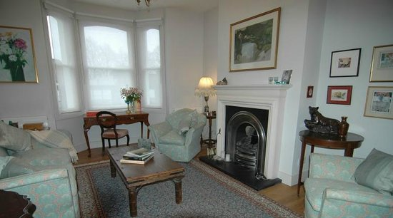Pooters Bed & Breakfast: The Living Room - relax here in front of fire