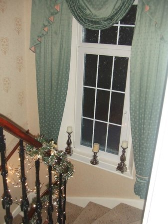 The Homestead Guest House: Staircase view