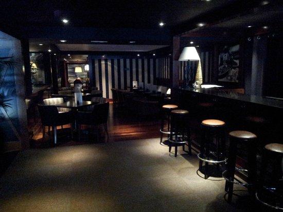 U232 Hotel: Bar