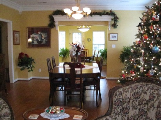 Lavender Heights Bed and Breakfast: Common Area