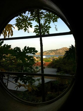 Buena Onda Backpackers: View from our shower
