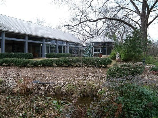 Umlauf Sculpture Garden & Museum : Welcome center with introductory video and small gallery