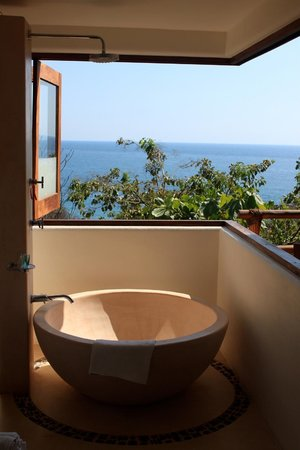 ZOA Hotel: view from the shower/tub