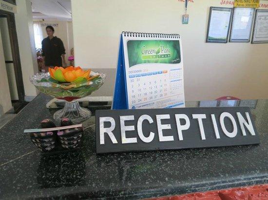 Hotel Family Home: Reception desk