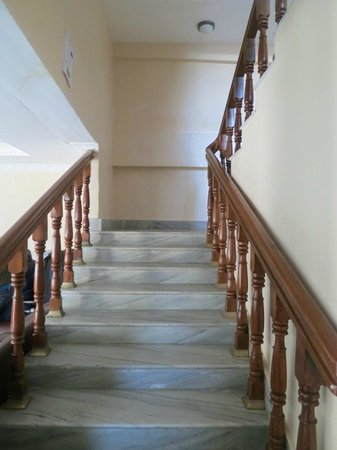 Hotel Family Home: Clean and spacious stairs.
