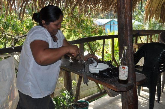 IXCACAO Maya Belizean Chocolate : Abelina grating coconut for lunch