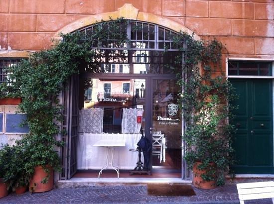 Trattoria Piceda: entrance