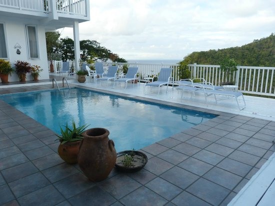 The Inn On The Bay: View of the pool and sundeck
