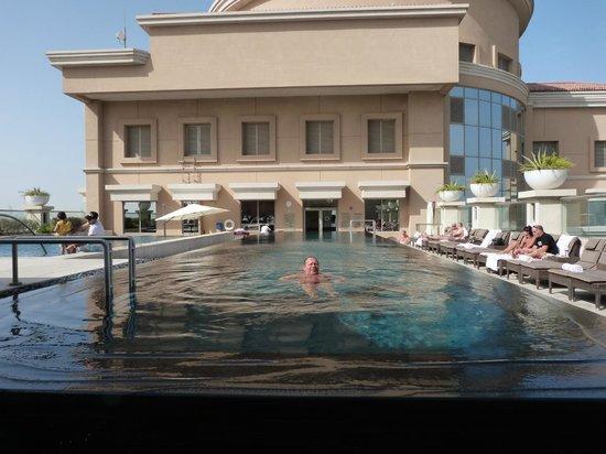 Piscine sur le toit picture of sheraton dubai mall of - Hotel nice piscine sur le toit ...