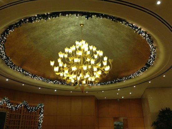 Caravelle Saigon: Decke in der Lobby