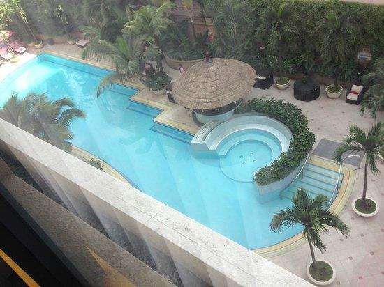 Caravelle Saigon: Pool vom Zimmer aus gesehen
