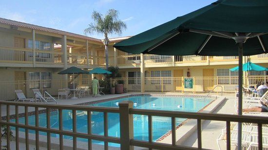 La Quinta Inn Tampa Bay Airport: the courtyard with pool