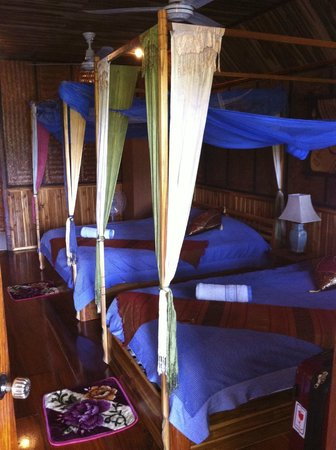Thongbay Guesthouse: River-front bungalow interior
