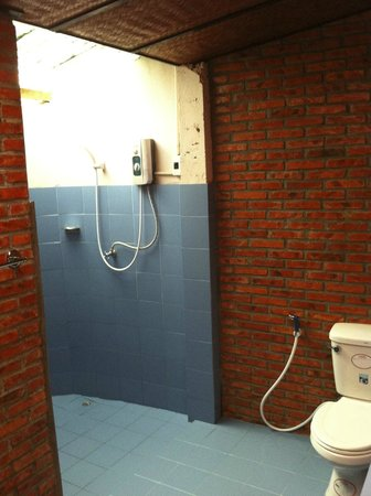 Thongbay Guesthouse: Ample hot water--just keep the pressure low!