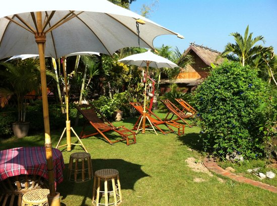 Thongbay Guesthouse: Thongbay garden